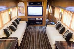 Ini Dia Cara Memesan Gerbong Kereta Wisata