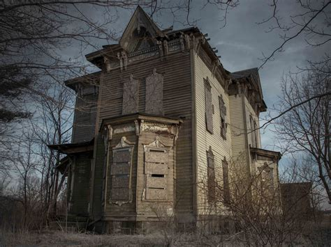 local haunted houses america s 12 scariest real life haunted houses business insider