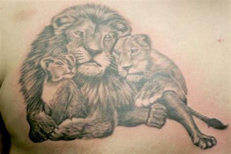 lion king tattoo tattooshunter com 26 best king family tattoos images on
