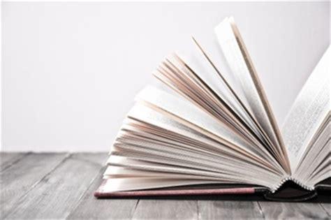 with a view books vieux livre vecteurs et photos gratuites