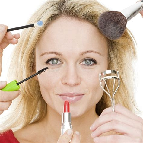 Your Look Younger In One Month by Going Make Up Free 2 Days A Week Can Give You Younger