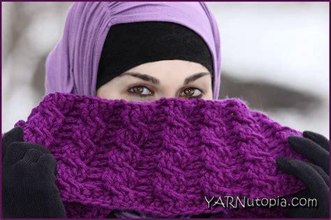 crochet pattern video tutorial by nadia crochet tutorial vertical cable stitch cowl 171 yarnutopia