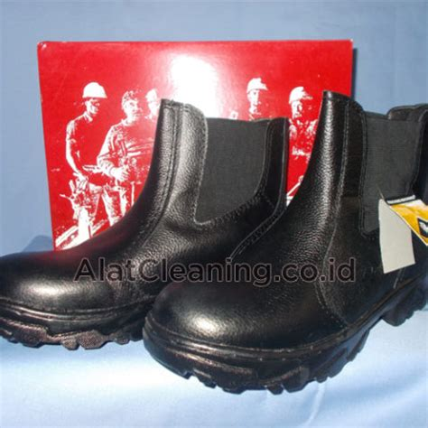 Sepatu Merk Delta alat cv madani utama