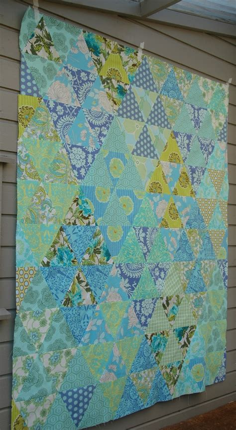 Triangle Patchwork Quilt Patterns - best 25 triangle quilts ideas on baby quilt