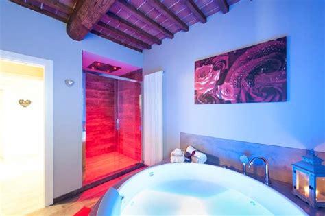 agriturismo con vasca idromassaggio in toscana agriturismo romantico toscana piscina