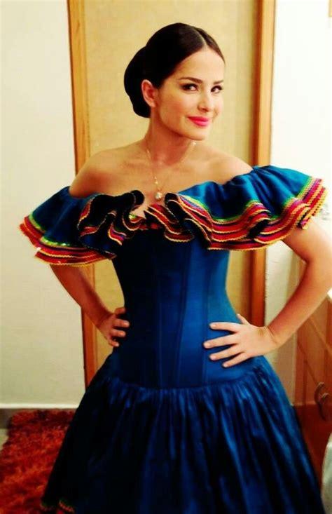 imagenes de vestidos de novia tradicionales m 225 s de 25 ideas fant 225 sticas sobre vestidos mexicanos en