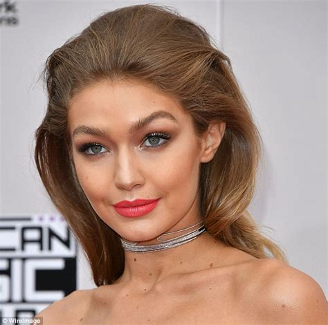 Make Up Gigi Hadid recreates a make up look identical to gigi
