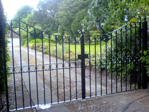 Wrought Iron Garden Gate Designs : Very Decorative Garden
