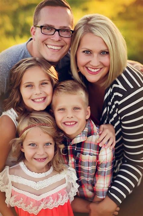 Best For Families - 25 unique fall family portraits ideas on fall