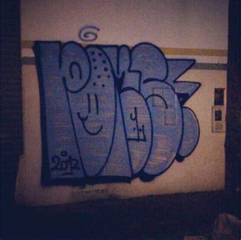 graffiti bombing throw  vandal
