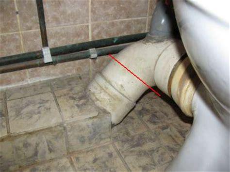 hangend toilet afvoer lekt gelijmde verbinding pvc afvoer losmaken