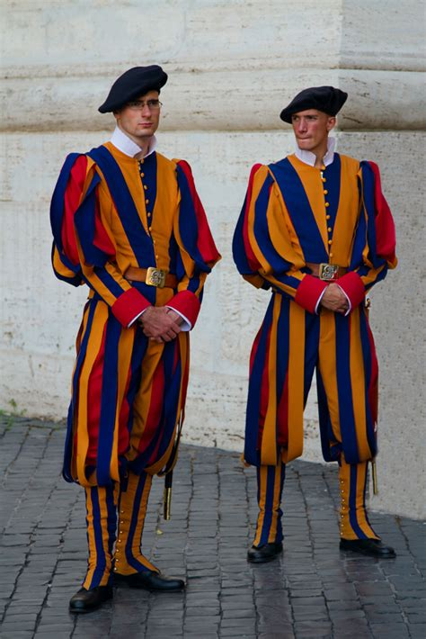 how to to be a guard dev wijewardane photography the swiss guard vatican city