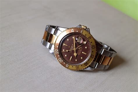 Jam Tangan Wanita Guess Kotak Merah Maroon Marun jam tangan kuno