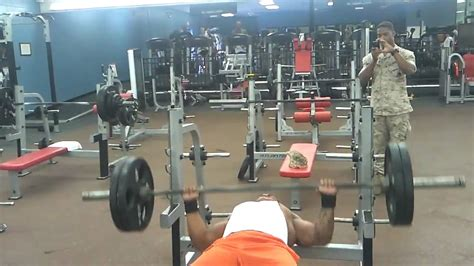 football bench press football player will hill bench press 225 30xs youtube