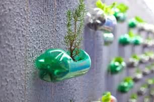 d 233 co jardin avec bouteille plastique