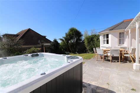 Large Cottage With Tub by Hartland View Croyde Large Family Cottage