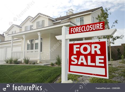 foreclosure home for sale sign image