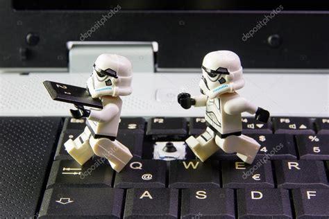 Gelang Lego Stromtrooper Dartvade lego wars stormtrooper a sneak is key keyboard notebook the lego wars mini figures