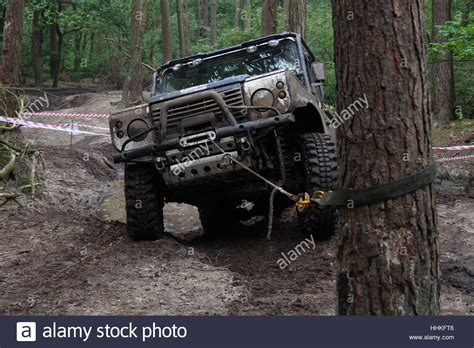 Stiker Mobil Defender 90 Pernik Offroad 4x4 blue 4x4 land rover defender 90 winching during a muddy road stock photo 131351254 alamy