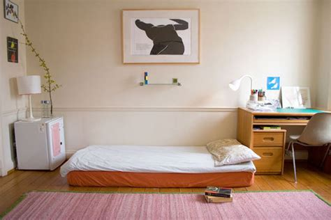 minimalist dorm room dorm room decorating ideas textbook recycling