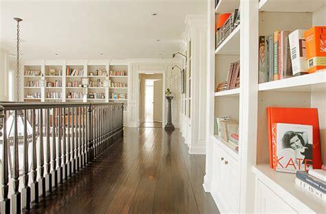 kerzenständer wand metall hausbibliothek organisieren und regalwand im wohnzimmer