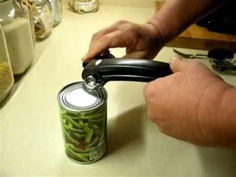 how to use a can opener cook can opener