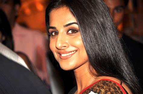 vidhya balan smiling photo vidya balan photos on rediff pages