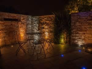 beleuchten gartenmauer led beleuchtung traumgarten