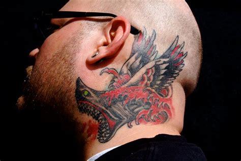 ali tattoo old school tatuaggio old school testa collo ali squalo di omaha tattoo