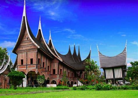 rumah gadang rumah adat sumatera barat tradisikita indonesia
