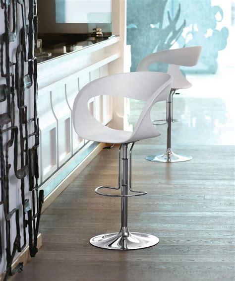 sgabelli regolabili sgabello design con altezza regolabile per cucine e bar