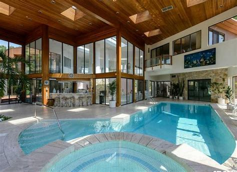 $13.8 Million Contemporary Waterfront Mansion In Great