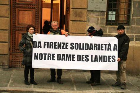 consolato francia torino saluti da firenze presidio davanti al consolato onorario
