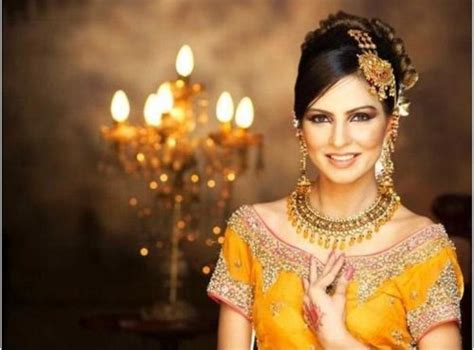 Pakistani Bridal Hairstyle & Dresses for Mehndi Day   NewFashionElle