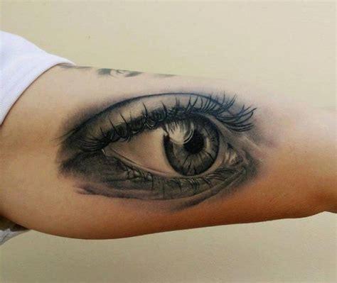 eyeball tattoo realistic arm realistic eye tattoo by peter tattooer