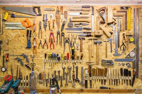 outils de travail accroche au mur  latelier