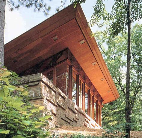 where to stay in a frank lloyd wright house house