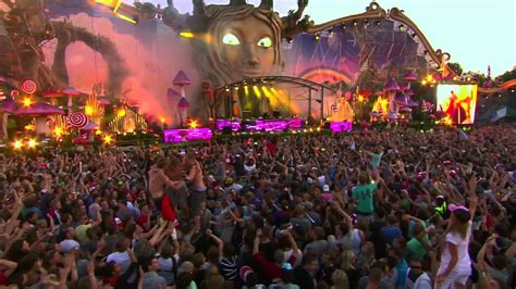 best festival 2014 tomorrowland voted world s best festival 2013 2014 epic