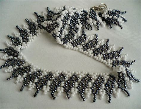Black Necklace Pattern | free pattern for beaded necklace shade of grey beads magic