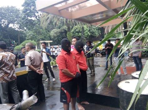 Minyak Goreng Ngupasan Jaya puskominfo bid humas polda metro jaya polda metro jaya ungkap penyelewengan distribusi minyak