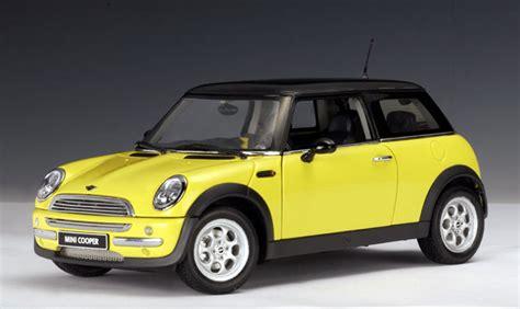 Wheels 2002 Editions 2001 Mini Cooper autoart 2001 mini cooper yellow 74824 in 1 18 scale