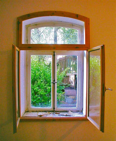 Eingangstür Mit Fenster by File Historisches Fenster Mit Neuem Inneren Vorfenster Jpg