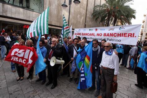 banche palermo foto la rivolta dei bancari sit in in via magliocco 1 di