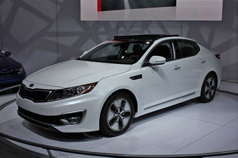 What Is The Price Of A Kia Optima 2011 Kia Optima Hybrid To Cost 26 500 Less Than Camry
