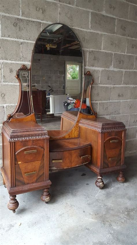 Antique Makeup Vanities by 25 Best Ideas About Antique Makeup Vanities On