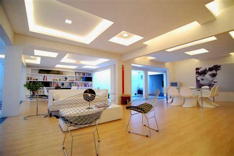 plafond moderne dans la chambre 224 coucher et le salon