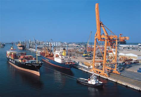 ravenna porto scontro tra due mercantili davanti al porto di ravenna