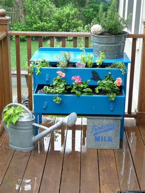 how to make a beautiful mini garden with recycled items