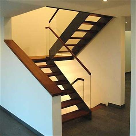 Podesttreppe Mit Wand by Die Besten 17 Bilder Zu Treppen Auf Moderne