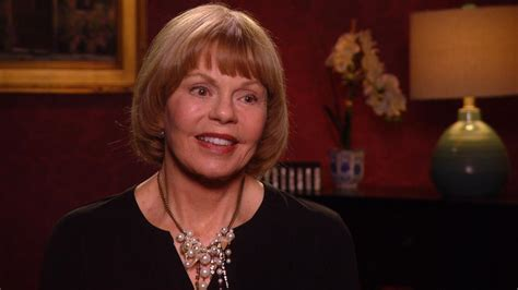 Gest Room by Toni Tennille Reveals Troubled Marriage To The Captain